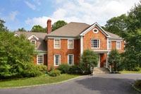 Beautiful Colonial Overlooking A Lake